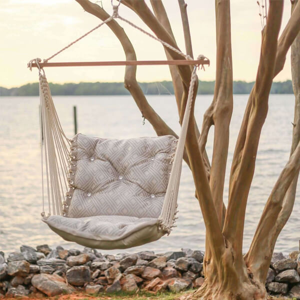How to Hang a Hammock Chair From a Tree Branch